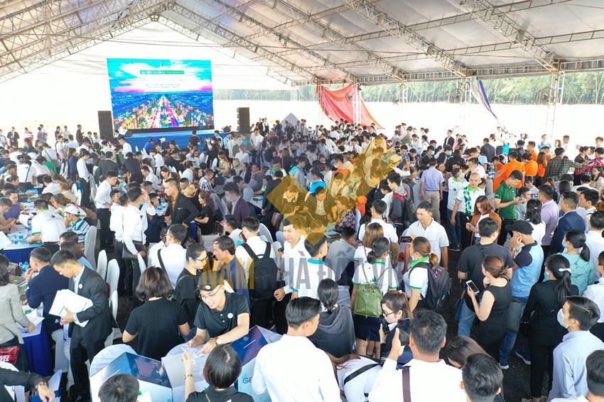 Khu đô thị thương mại giải trí Gem Sky World đón hơn 1.500 khách tham quan